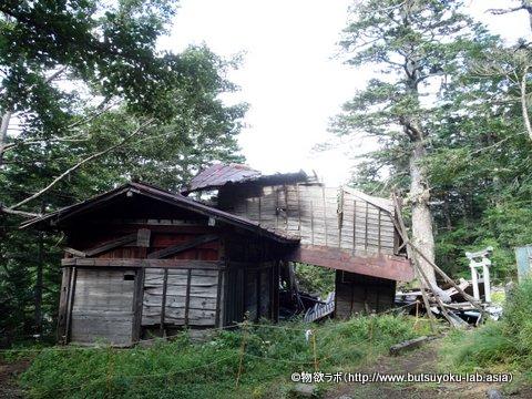 富士御室浅間神社が倒壊