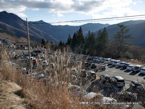 三峯神社の駐車場の画像