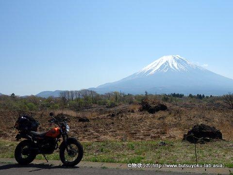 朝霧高原手前付近の富士山